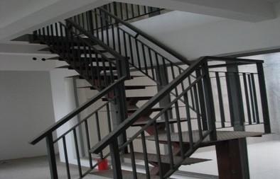 铁艺楼梯 铁艺扶手 楼梯扶手的优点及制作工艺